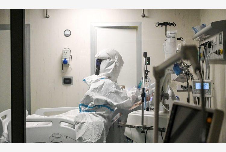 Covid, positivo operatore 'no vax' all'ospedale di Lavagna: 9 contagiati