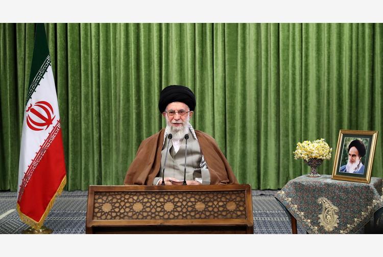 Iran: Khamenei concede la grazia a oltre 1.800 detenuti