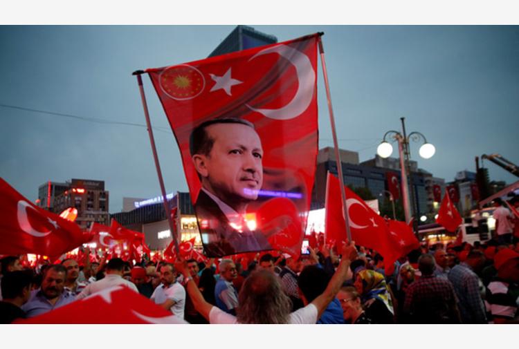 L'UE organizza una visita in Turchia in pompa magna. Forse troppo