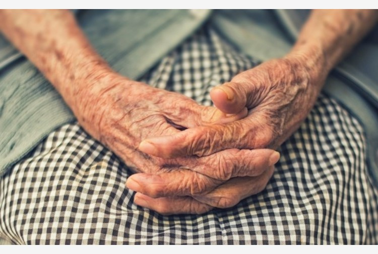 Aumentano età media e povertà, il lento declino dell'UE con l'Italia a fare da guida