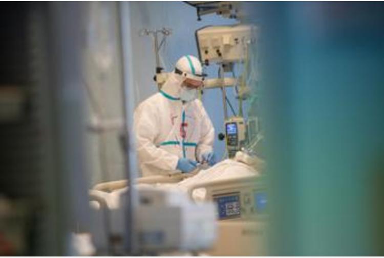 Covid, anestesisti: 'Terapie intensive piene, ma primi miglioramenti'