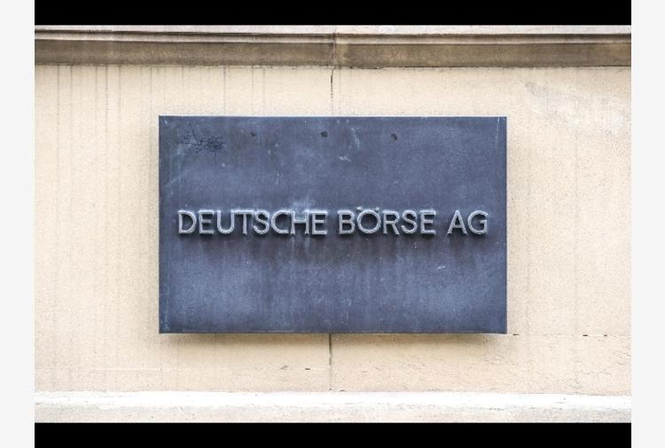 Borsa: Europa chiude in rosso tranne Londra (+0,9%)