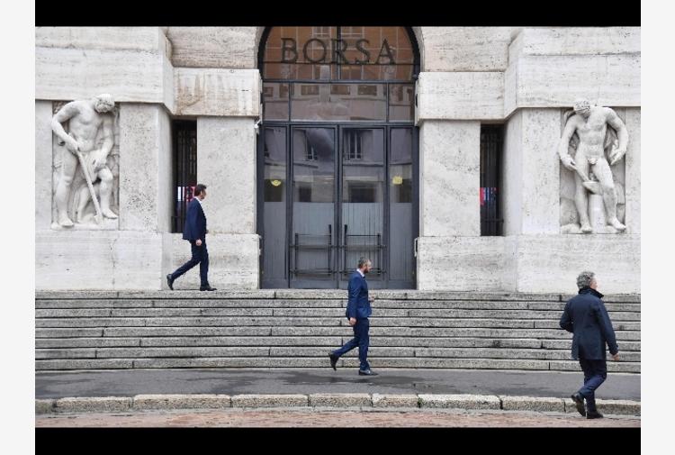 Borsa: Milano sotto tono (-0,08%), giù le banche, corre Nexi