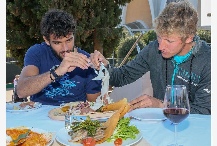 I Berrettini brothers si gustano la Sardegna