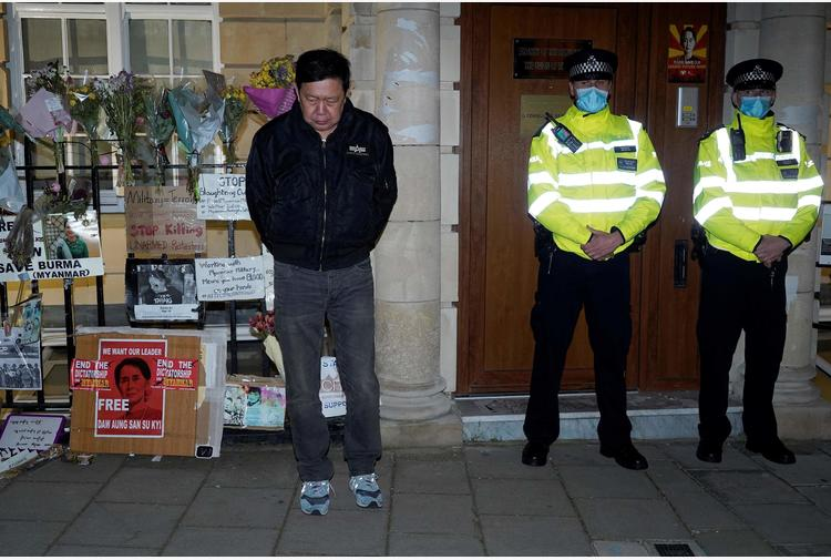Gb condanna intimidazioni giunta birmana a Londra