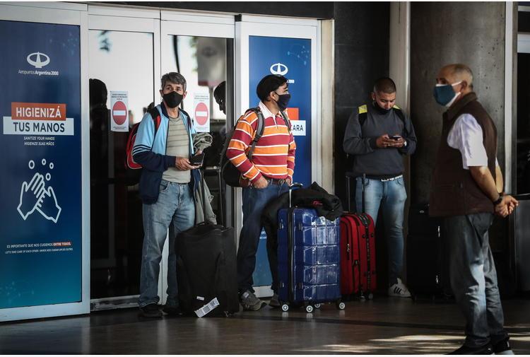 Covid: Argentina, nuove restrizioni dopo boom di contagi