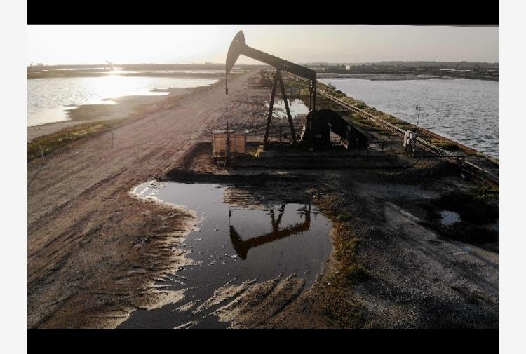 Petrolio: chiude in calo a New York a 59,60 dollari