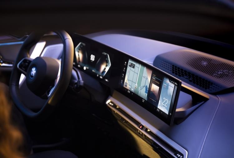 BMW IDRIVE: CHIAMATEMI 'HAL'