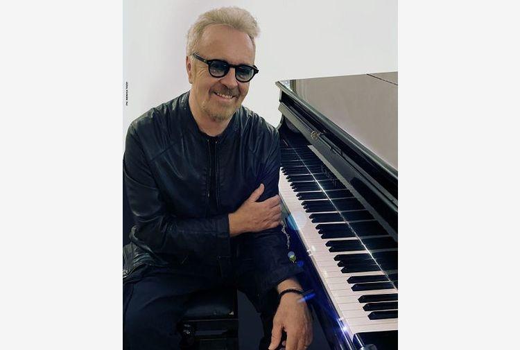 Umberto Tozzi incanta e fa cantare anche in streaming