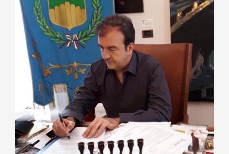 Covid, a Cosenza aumentano i contagi: sindaco chiude le scuole