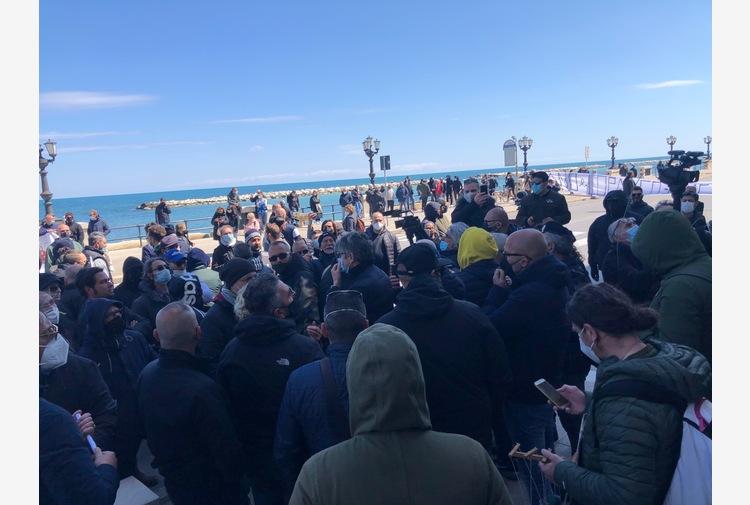 Covid: protesta commercianti Puglia, 'vogliamo lavorare'