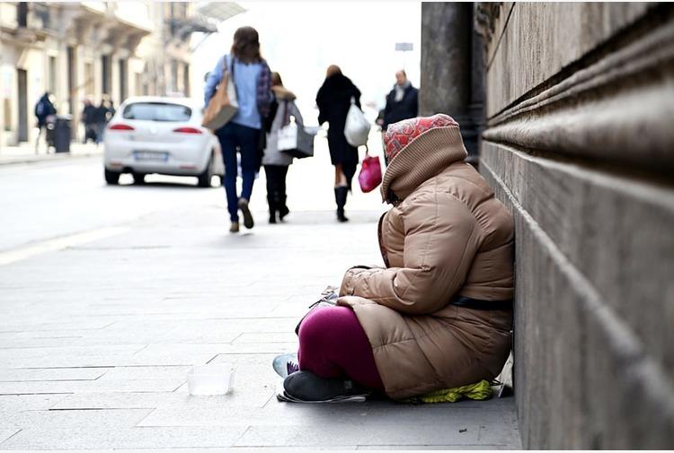 Senza tetto né cibo per i figli, Polizia di Reggio Emilia paga albergo e cena
