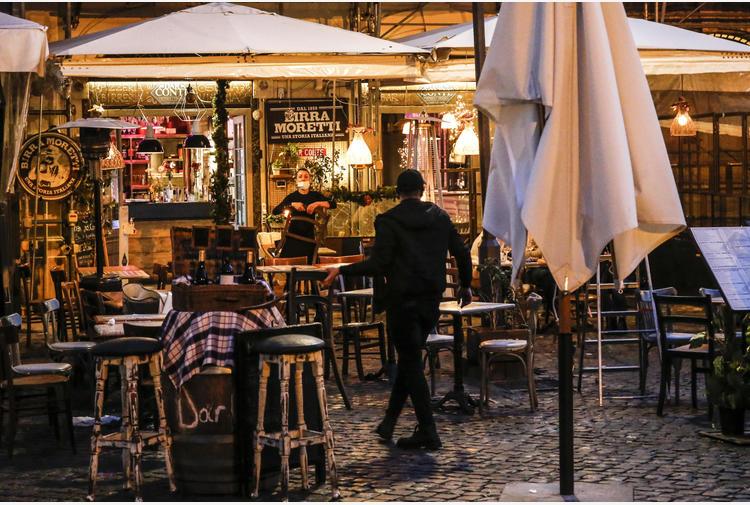 Covid: fonti, dal 26/4 ristoranti all'aperto anche la sera