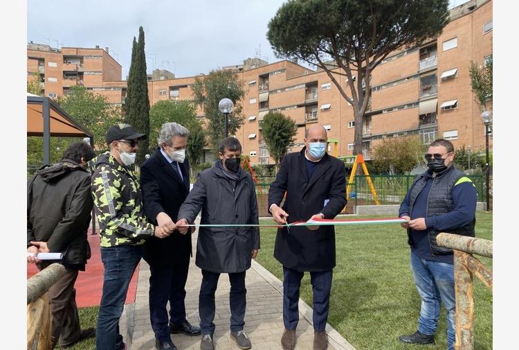 Zingaretti inaugura area verde complesso Ater Prima Porta Roma