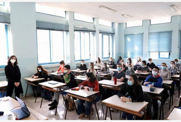 Scuola,da lunedì in classe 6,8 mln studenti (8 su 10).1,6 mln in Dad
