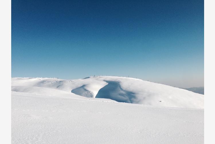 Maltempo: neve fuori stagione sull'Appennino pistoiese