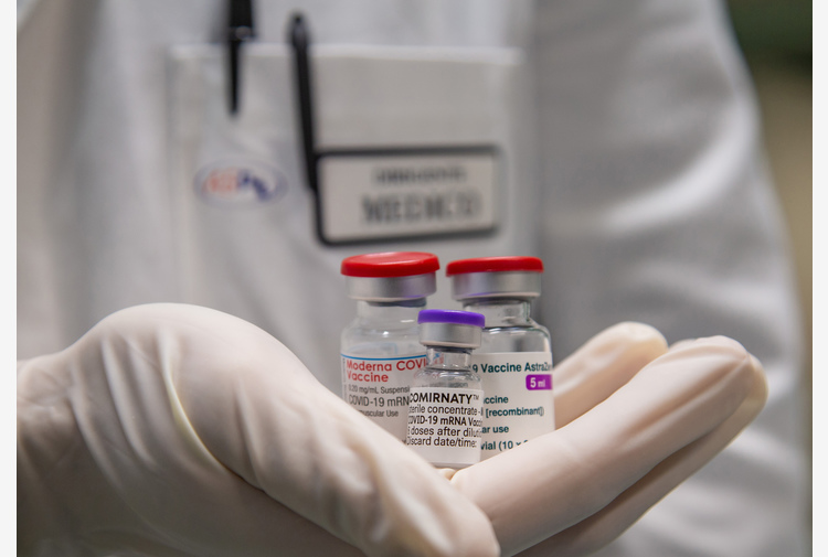Vaccini: superati 15 milioni di somministrazioni
