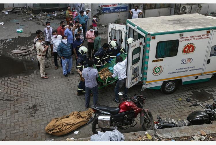 Covid:record casi nello stato di Mumbai,Delhi cerca ossigeno