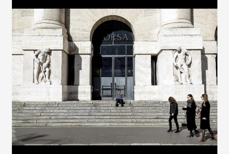Borsa: Milano debole (-0,2%), ma banche in rialzo e Juve top