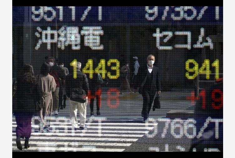 Borsa: Asia in ordine sparso, Covid pesa su Tokyo (-1,97%)