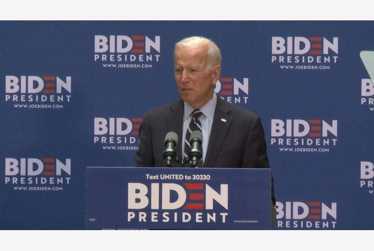 Caso Floyd, Biden chiama la famiglia: ora c'è un po' di giustizia
