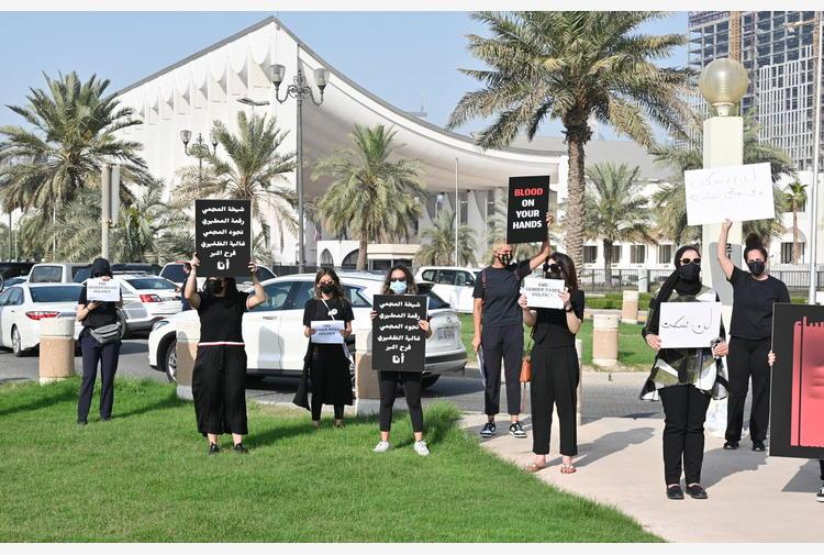 Kuwait: decine in piazza contro violenza sulle donne