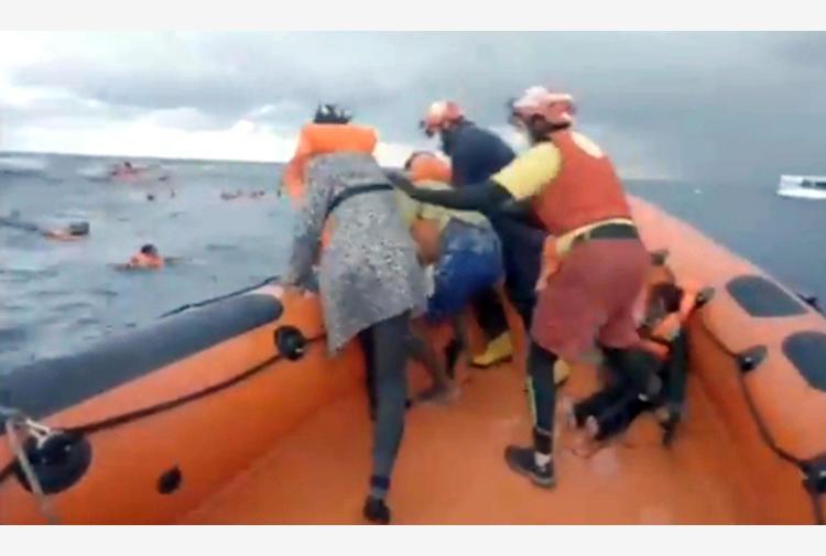 Migranti: Sea-Watch, Ue e Frontex hanno negato il soccorso