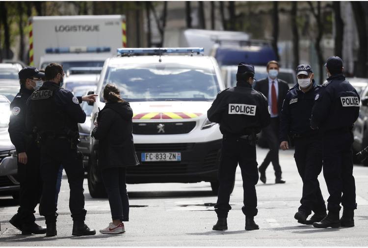 Poliziotta ferita a morte a Rambouillet, ucciso l'assalitore