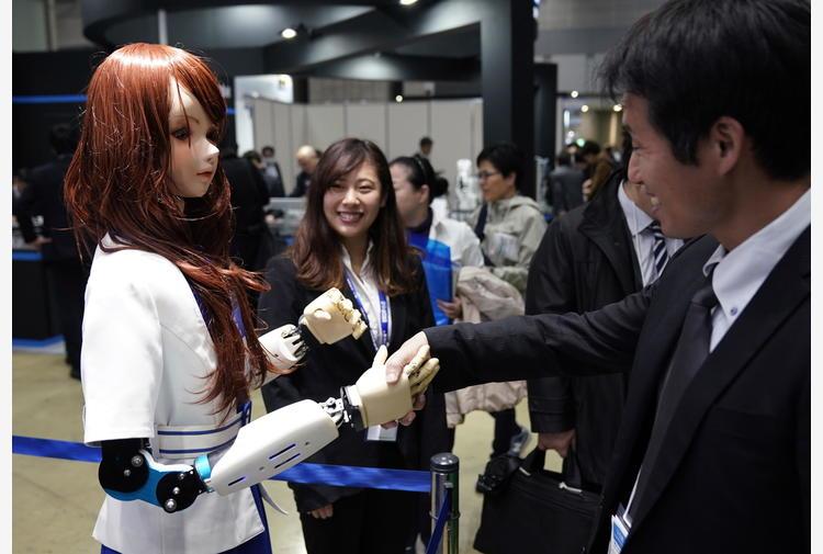 Presa più sicura per le mani robotiche migliorando il tatto