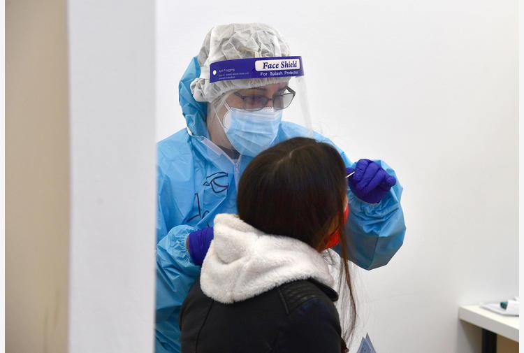 Covid: test triplicati e casi sopra 9 mila, ancora 305 morti
