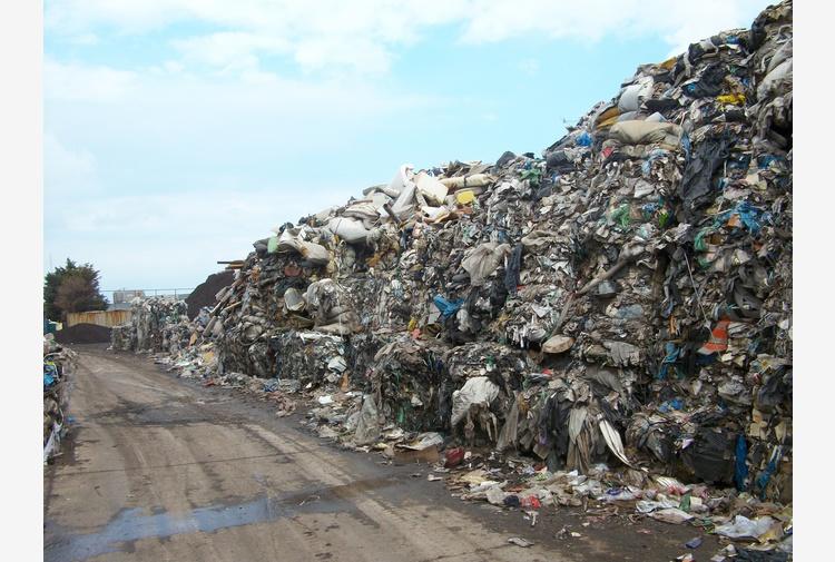Gestione illecita rifiuti, sequestrato impianto nel Barese