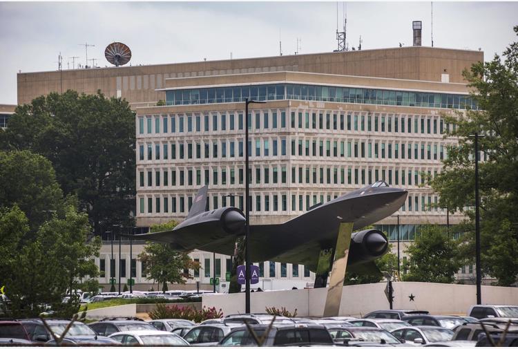 Usa: Fbi ferisce uomo armato davanti a sede Cia