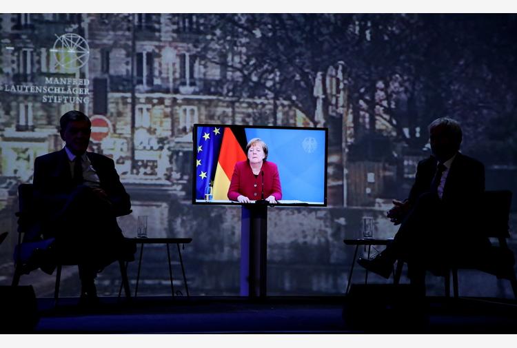 Merkel seguirà il summit Ue di Porto in videoconferenza