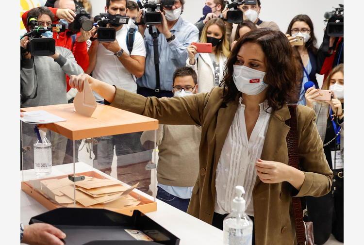 Sondaggio Madrid, Pp primo partito, l'ultradestra cresce