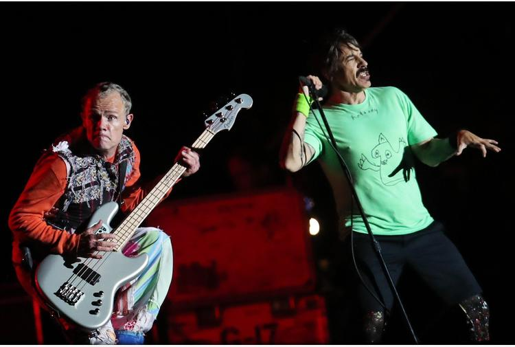 Red Hot Chili Peppers vendono tutto il catalogo musicale