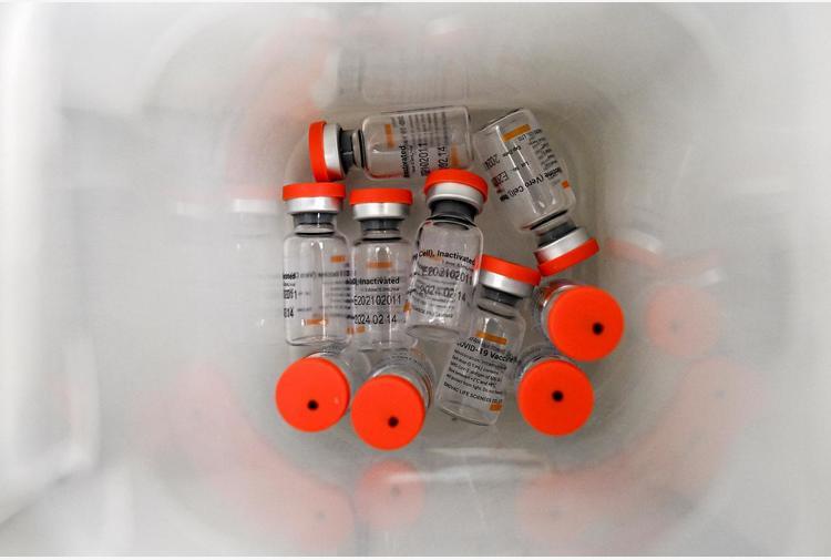 Covid: Ema avvia revisione su vaccino cinese