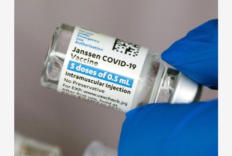 Vaccini over 65, 5 maggio agende aperte per prenotare J&J in Toscana