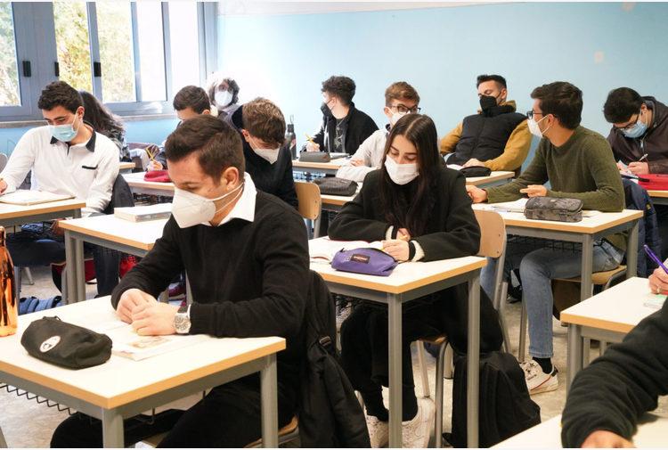Il Covid torna a salire nelle scuole dell'Emilia-Romagna: +48% tra gli studenti