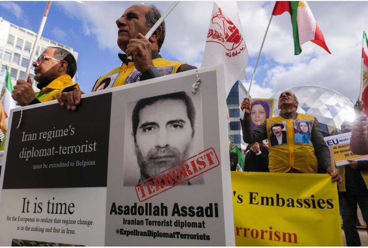 Belgio condanna a 20 anni diplomatico Iran