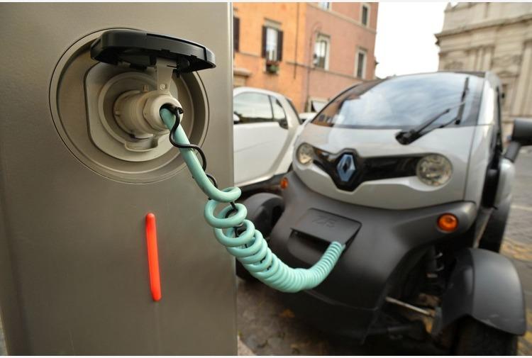Mobilità elettrica. Sardegna, al via bando per le colonnine di ricarica