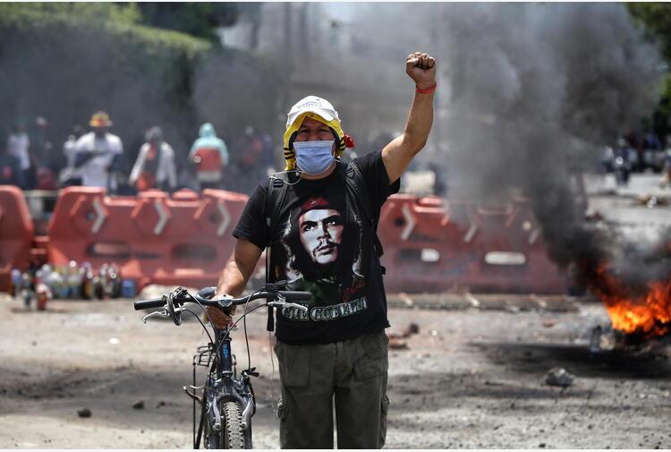Colombia: sale a 24 il numero di morti nelle proteste