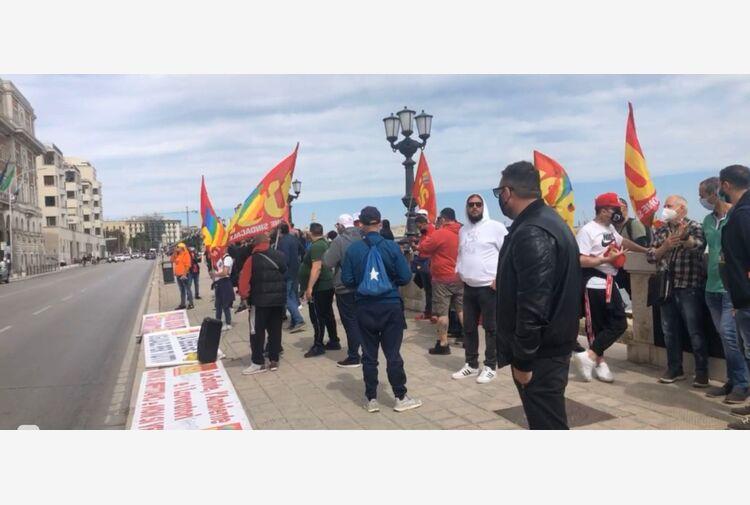 Ex Ilva:protesta davanti sede Regione Puglia,bloccata strada