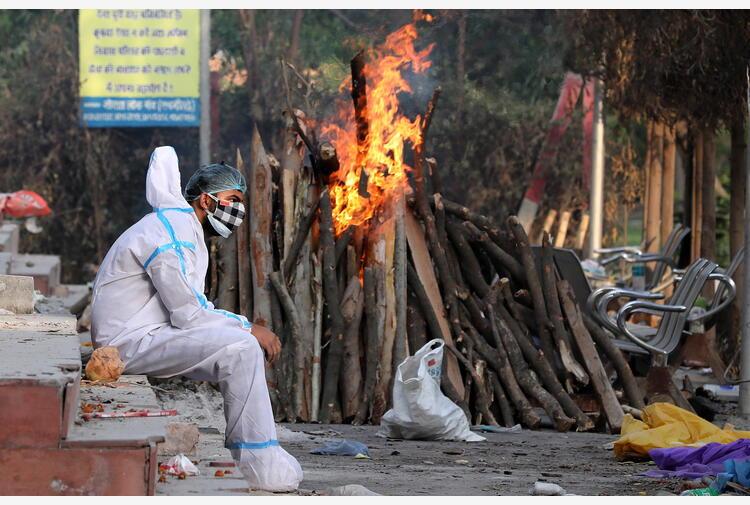 Covid: l'India recluta ex medici Esercito per l'emergenza