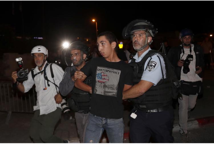 Gerusalemme: 100 palestinesi feriti, razzo lanciato da Gaza