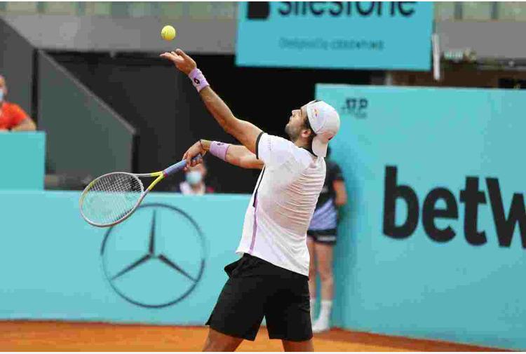 Tennis: Berrettini negli ottavi agli Internazionali, Travaglia fuori