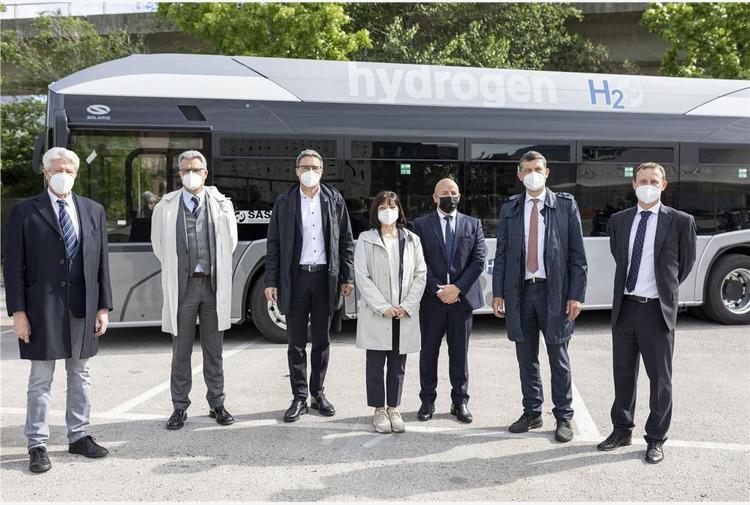Mobilità sostenibile, dodici nuovi bus a idrogeno per Bolzano