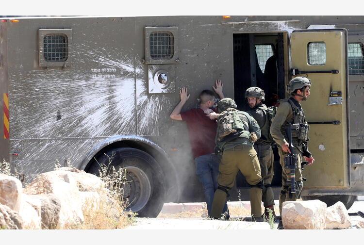 Israele: violenze, due bambini arabi ustionati da molotov