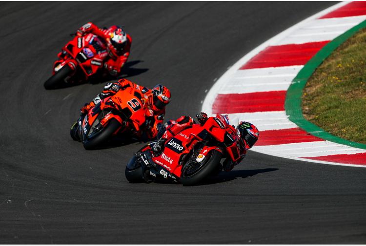 Moto: Francia; Petrucci davanti a Miller nel warm up bagnato