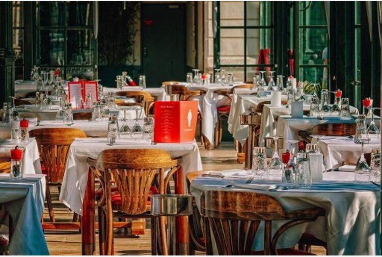 Rapporto Fipe: persi 514mila posti tra alloggio e ristorazione