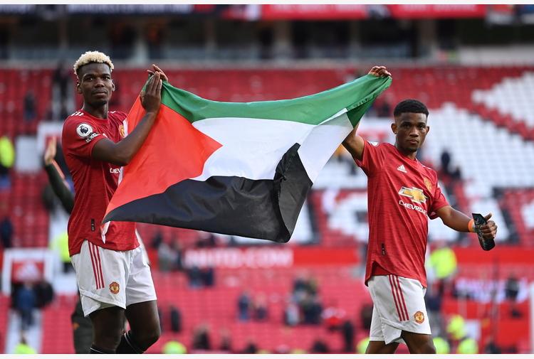 Pogba e Diallo sventolano bandiera Palestina a Old Trafford